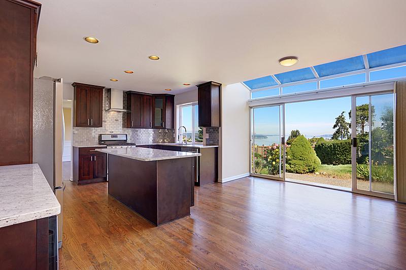 住宅房间,灶台,厨房,花岗岩,柜子,褐色,冰箱,窗户,水平画幅,吧椅