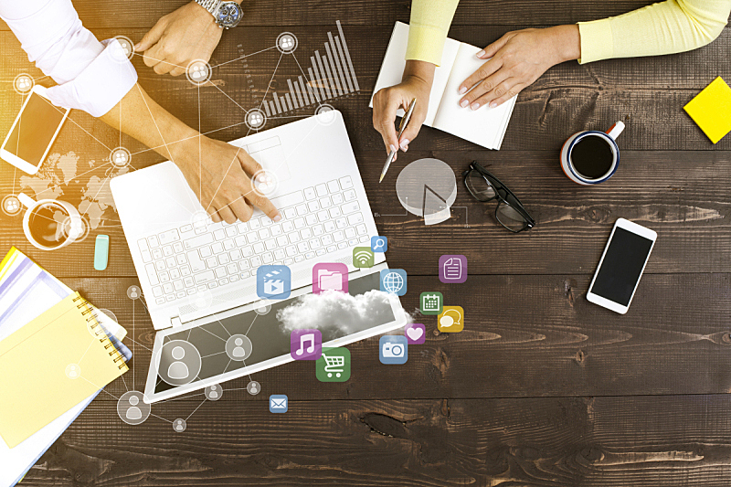 使用电脑,两个人,办公室,脑风暴,商务策略,笔记本电脑,灵感,水平画幅,易接近性,会议