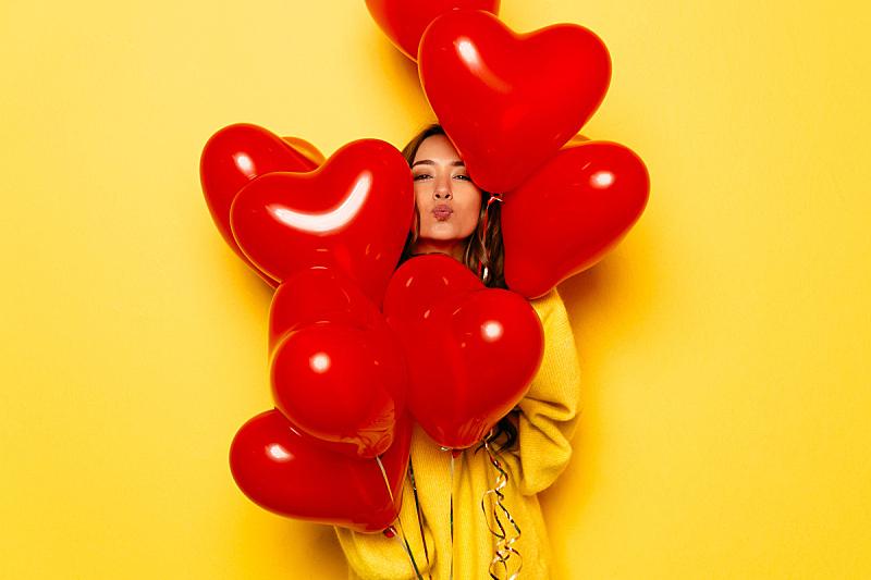 心型,女孩,透过窗户往外看,自然美,热气球,情人节,气球,仅成年人,明亮,长发