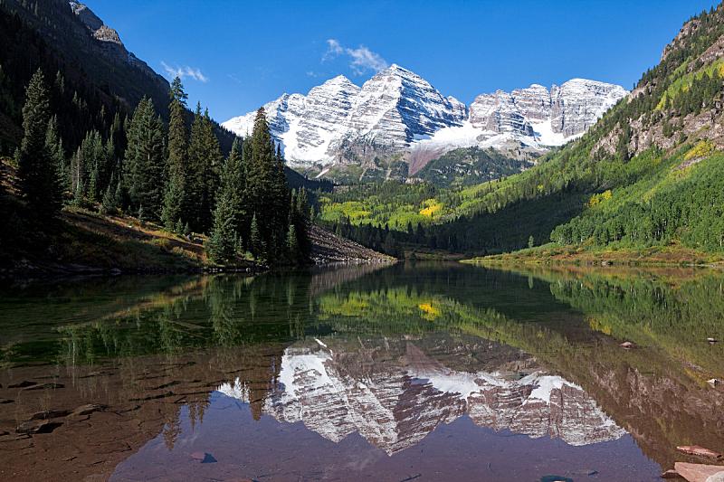 玛尔露恩贝尔峰,默鲁恩湖,大角鹿山脉,白杨类,水,洛矶山脉,水平画幅,雪,无人