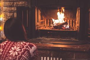 女孩,壁炉,毯子,乐器弦,吉他,圣诞小彩灯,冬天,2016,水平画幅