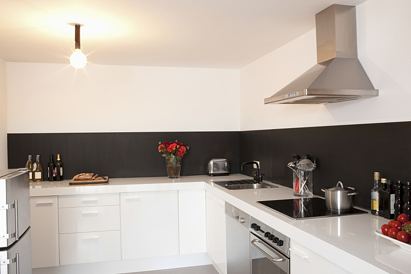 极简构图,厨房,住宅房间,水平画幅,无人,铝,电灯,电灯泡,装饰物,钢铁