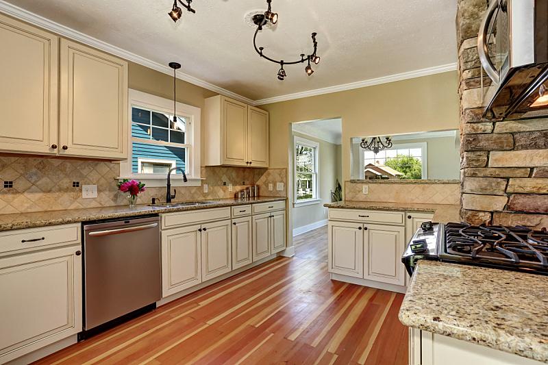 住宅房间,钢铁,厨房,柜子,白色,硬木地板,窗户,水平画幅,吧椅,建筑