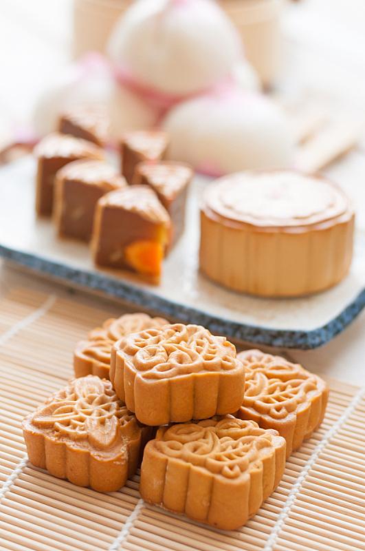 月饼,中秋节,厚木板,垂直画幅,无人,蛋糕,小吃,甜点心,美味,食品