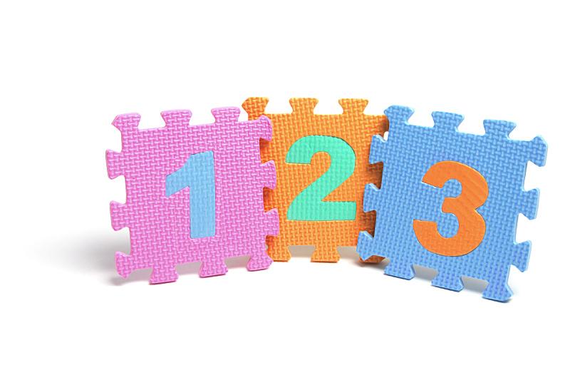 数字,拼图拼块,组装套件,学龄儿童,水平画幅,进行中,白色背景,背景分离,影棚拍摄,部分