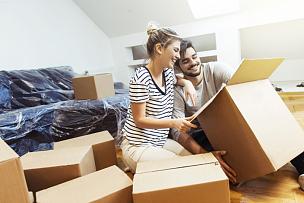青年伴侣,拆包,折扣商店,新的,前南斯拉夫,盒子,巨大的,伴侣,房地产,公寓