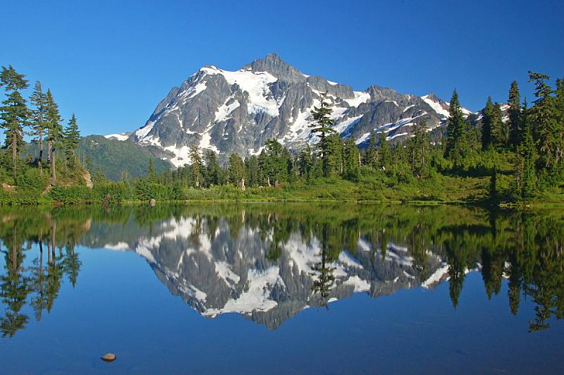 水平画幅,绿色,枝繁叶茂,无人,夏天,黄昏,户外,湖,卡斯基德山脉,山