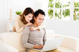 沙发,使用手提电脑,快乐,青年伴侣,丈夫,计算机,婚姻,妻子,浪漫,肖像