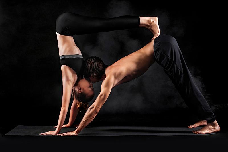 异性恋,健身垫,黑白图片,影棚拍摄,青年伴侣,瑜伽,泰式按摩,杂技瑜伽,摄影,相伴