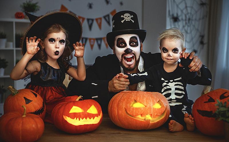 南瓜,儿童,黑色,家庭,父亲,演出服,舞台化妆,夜晚,巫婆帽