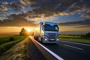 地形,卡车,柏油路,积雨云,天空,水平画幅,云,拖车,陆用车,交通