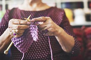 手艺,针织品,羊毛,女人头巾,针,概念,业余爱好,家庭妇女,性别刻板印象,老年女人