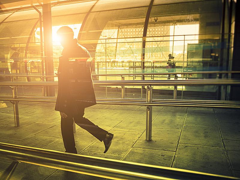 伦敦,日光,车站,男商人,现代,伦敦地铁,高峰时间,通勤者,进出港显示牌,地铁站