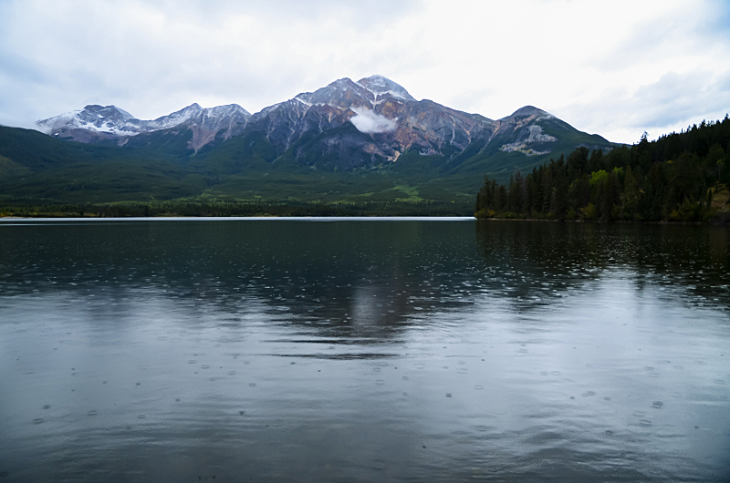 阿尔伯塔省,雨,加拿大落基山脉,黄昏,加拿大,杰士伯,湖,水平画幅,云,无人