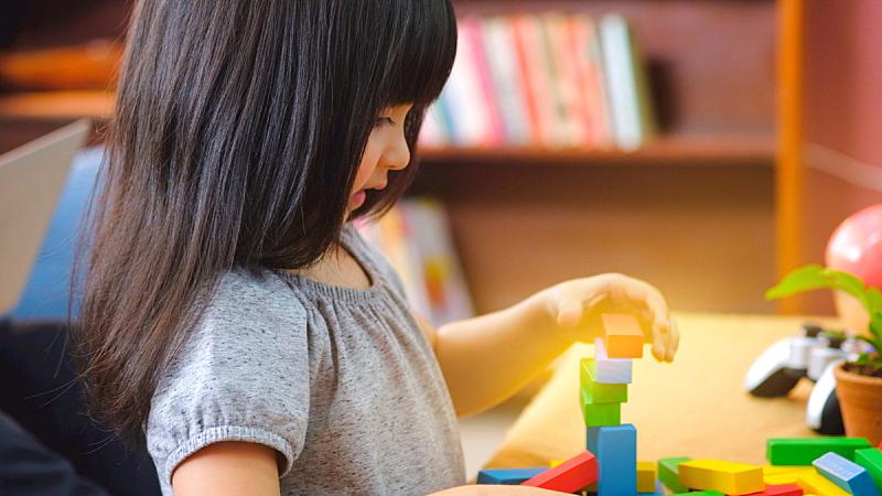 可爱的,积木,玩具,小的,儿童,女孩,知识,进行中,起居室,侧面视角