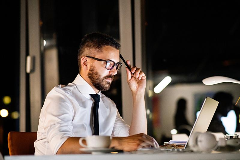 夜晚,男商人,办公室,智慧,忙碌,小胡子,经理,仅男人,it技术支持,仅成年人