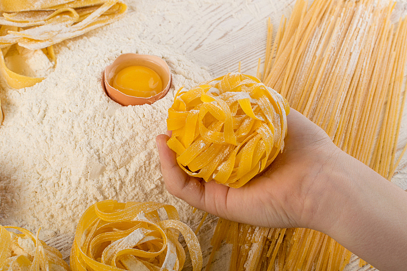 意大利宽条面,意大利,黄色,意大利宽面,意大利干面条,生食,意大利面,手册,清新,食品