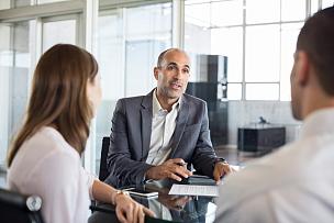 顾客,金融顾问,办公室,少量人群,半身像,储蓄,水平画幅,银行,会议,银行帐户