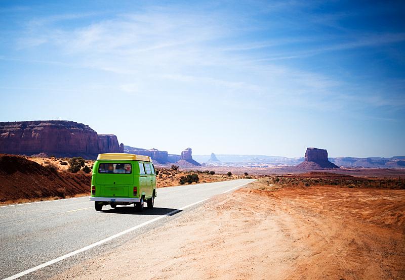 纪念碑山谷,旅游目的地,绿色,面包车,古老的,载人车,163号公路,纪念碑谷部落公园,自驾游,路边