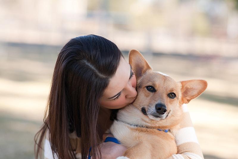 狗,自然美,青年女人,女人,仅一个女人,水平画幅,人,户外,宠物主人,仅成年人