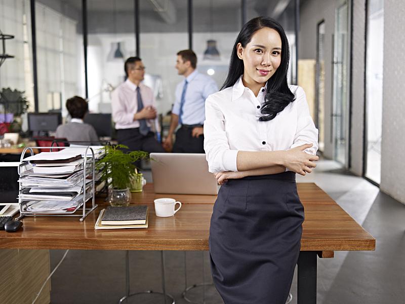 女商人,青年人,注视镜头,双臂交叉,领导能力,经理,专业人员,朝鲜民族,女性,朝鲜半岛