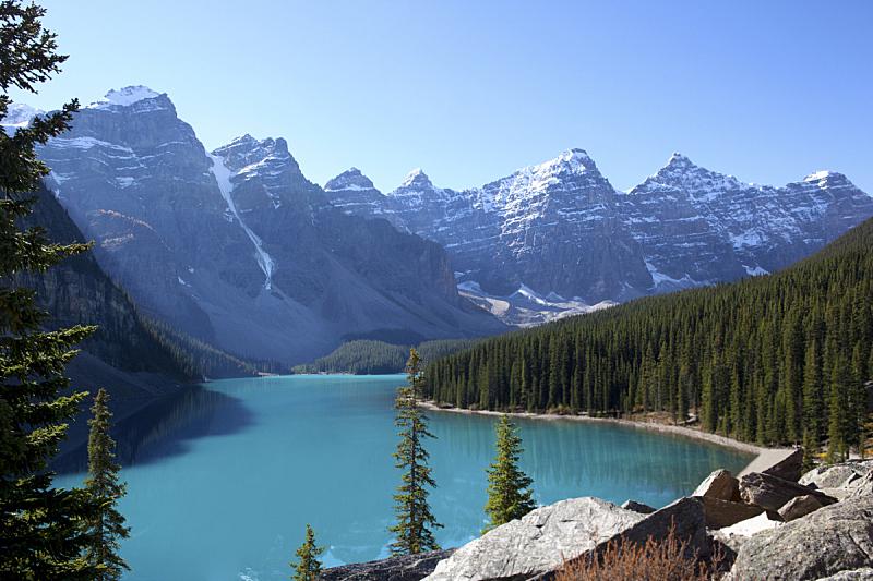 阿尔伯塔省,加拿大,梦莲湖,加拿大落基山脉,水,天空,洛矶山脉,度假胜地,水平画幅,高视角