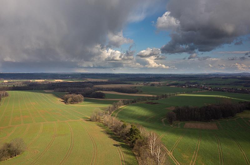 田地,航拍视角,天空,水平画幅,高视角,无人,夏天,户外,乡村风格,生长
