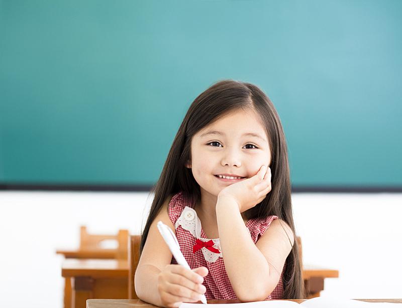 女孩,教室,书桌,快乐,女生,小学生,儿童教育,小学,学校,知识