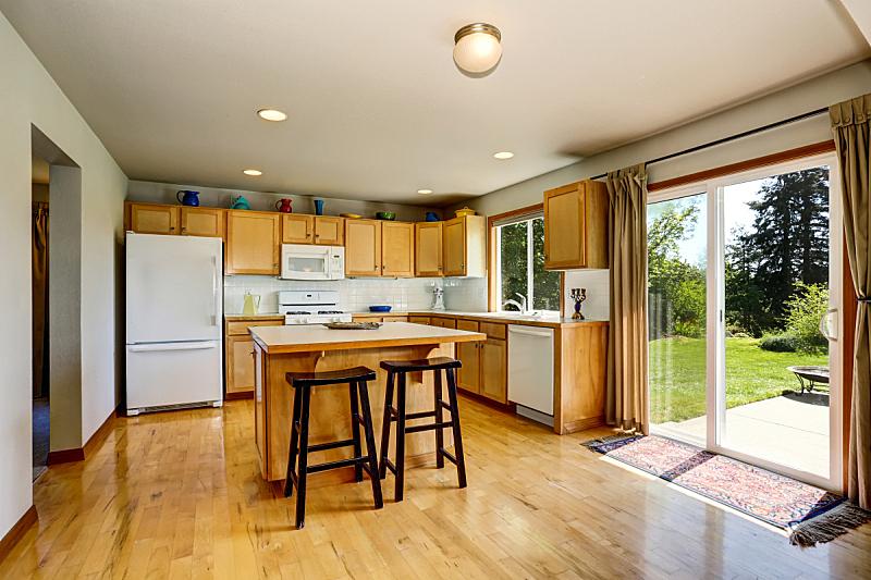住宅房间,室内,厨房,柜子,褐色,光,岛,冰箱,窗户,水平画幅