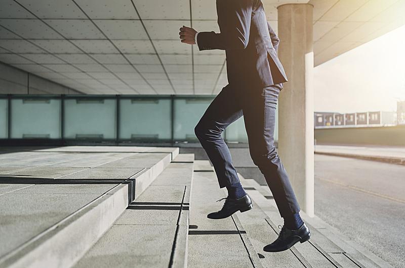 台阶楼梯,套装,男人,衣服,正下方视角,在活动中,台阶,银行经理,紧迫,明星雇员
