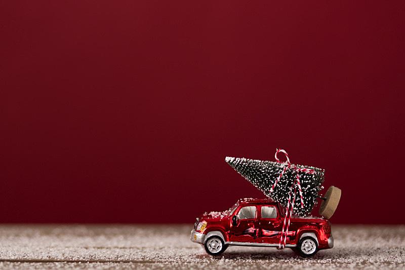 红色,汽车,圣诞树,在上面,宝马迷你,圣诞装饰物,概念,圣诞卡,红色背景,图像