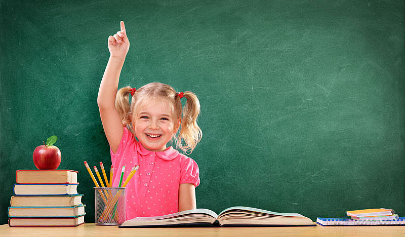 举起手,教室,快乐,女孩,提举,竖起食指,幼儿园,小学,重返校园,学龄前