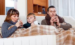 散热器,三个人,冻结的,热,家庭,青少年,水平画幅,香熏炉,父母,家庭生活