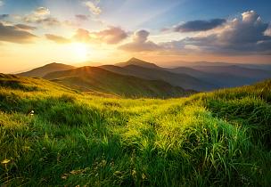 山,地形,山谷,草地,山顶,风景,草,黑云压城,日出,日落