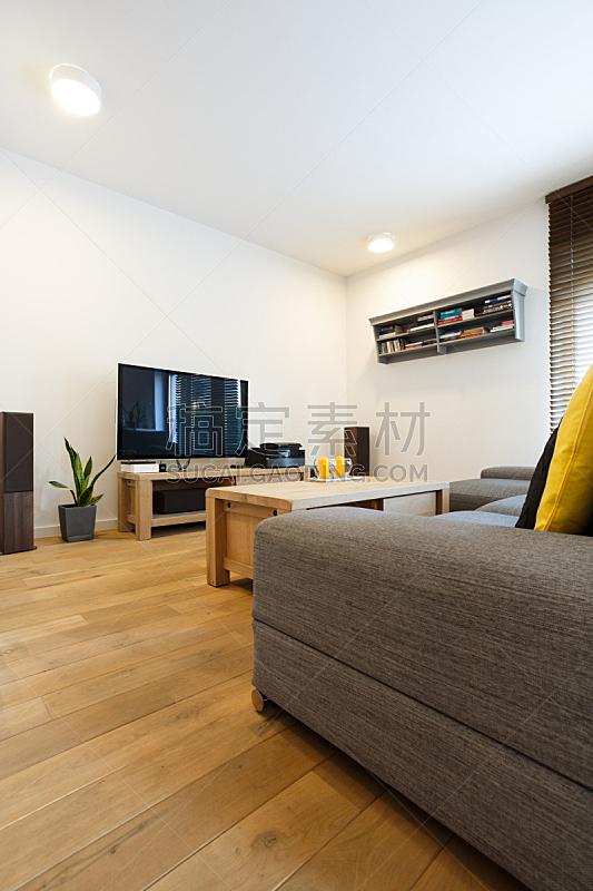 白色,起居室,墙,垂直画幅,马眼罩,家具,居住区,沙发,阁楼,成品