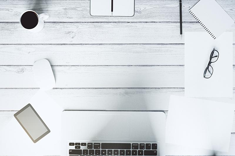 在上面,木制,台式个人电脑,都市风景,白色,留白,笔记本电脑,水平画幅,电话机,无人