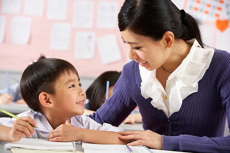 中国,教室,教师,学生,办公室职员,儿童教育,学校,五个人,水平画幅,人群