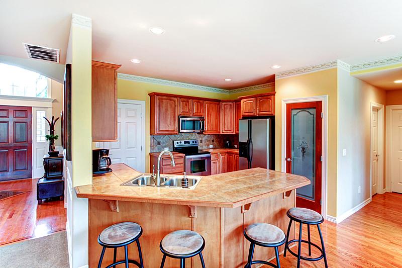 住宅房间,褐色,黄色,厨房,小的,水平画幅,吧椅,建筑,无人,豪宅