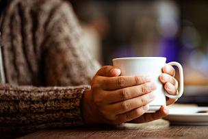 茶,咖啡,咖啡馆,女人,手牵手,雨,雨季,手,卡布奇诺咖啡,古典风格