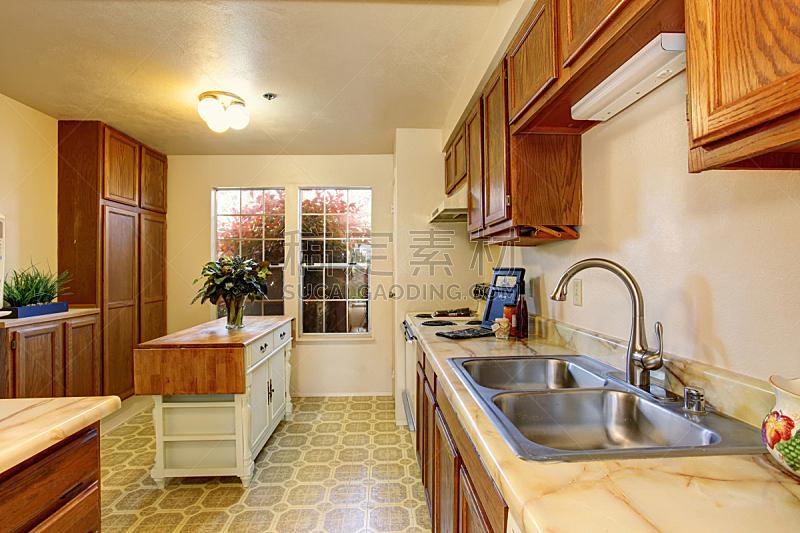 厨房,传统,岛,小的,砖地,窗户,住宅房间,水平画幅,吧椅,建筑
