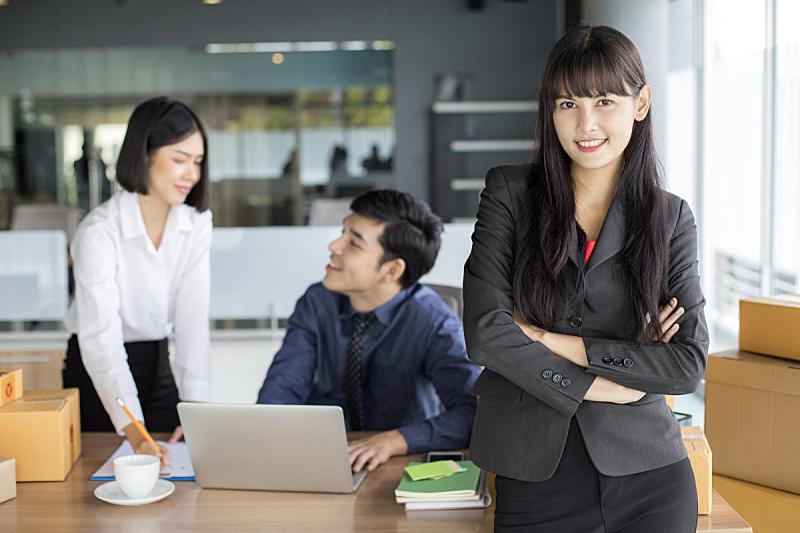 办公室,新创企业,商务,女人,电子邮件,青年人,文书工作,概念,微笑,站