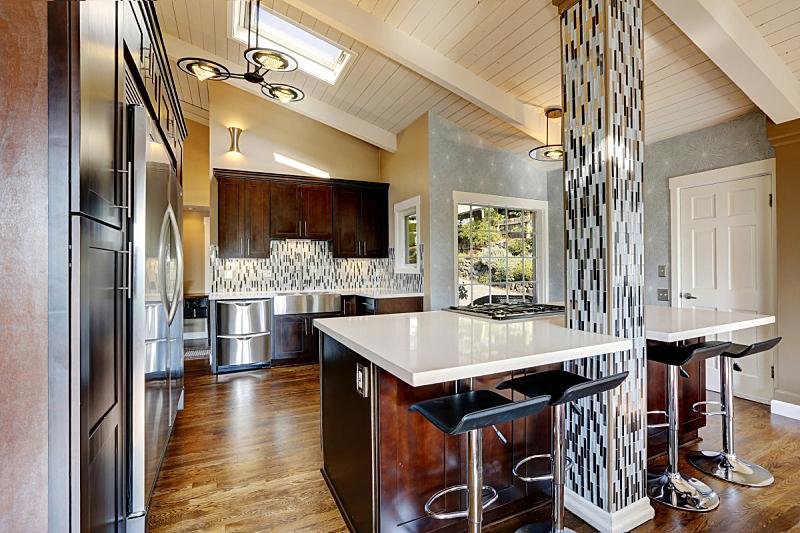住宅房间,室内,厨房,极简构图,窗户,水平画幅,吧椅,无人,豪宅,房地产