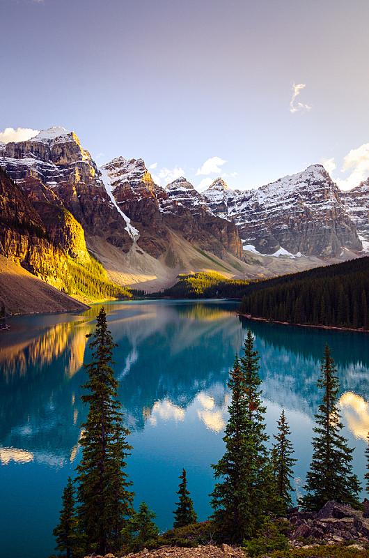 风景,地形,梦莲湖,山脉,加拿大,阿尔伯塔省,冰碛,垂直画幅,水,洛矶山脉