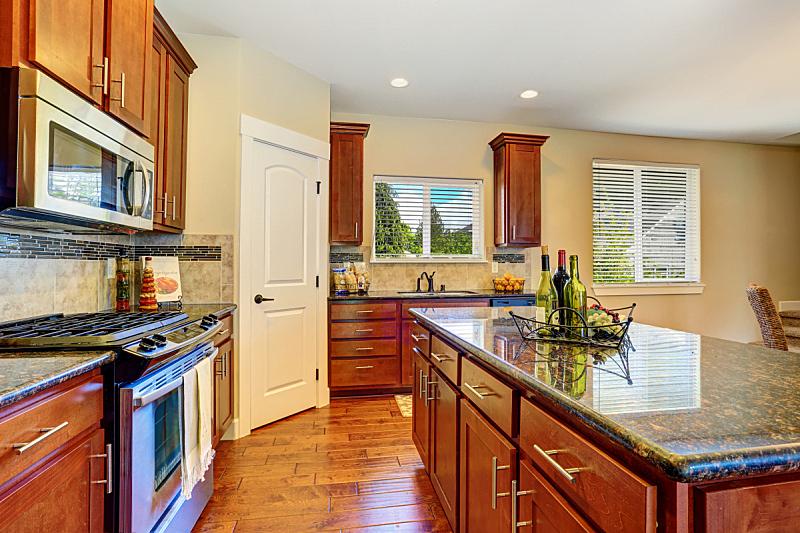 住宅房间,灶台,厨房,华贵,极简构图,柜子,花岗岩,窗户,水平画幅,吧椅