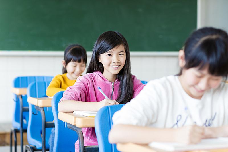 知识,教室,幸福,少女,美,青少年,少量人群,半身像,水平画幅,智慧