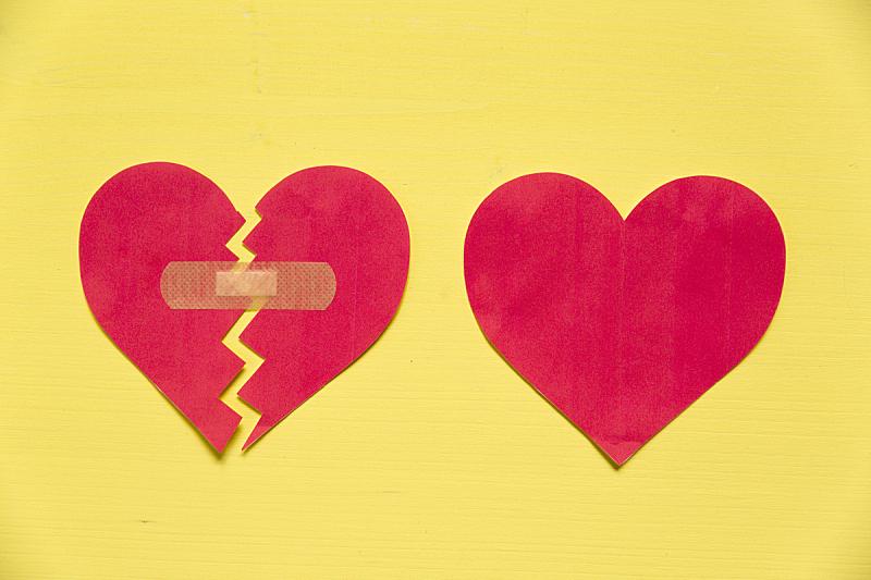坏掉的,概念,动物心脏,纸,黄色背景,菜园,几乎,全身像,美,身体受伤