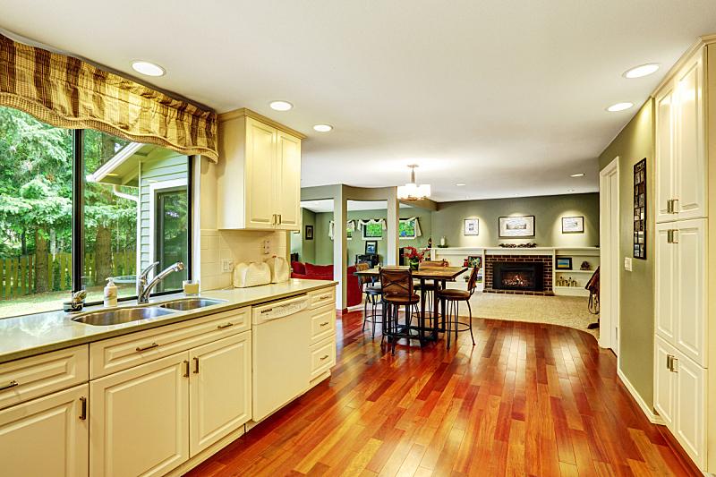 住宅房间,饭厅,厨房,窗户,桌子,水平画幅,椅子,硬木地板,房地产,家具