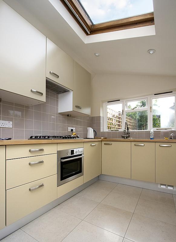 现代,厨房,垂直画幅,窗户,住宅房间,建筑,无人,硬木,钢铁,室内