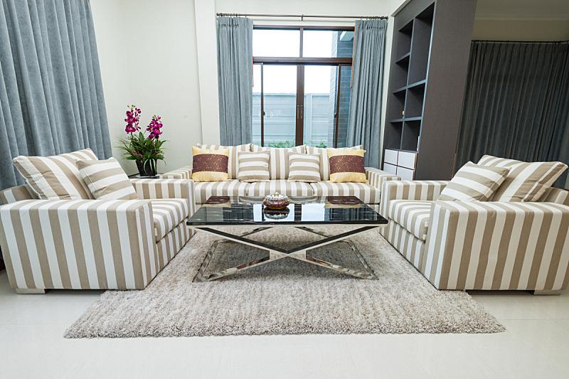 室内,起居室,餐具柜,室内管弦乐队,灵性,水平画幅,无人,天花板,地毯,居住区