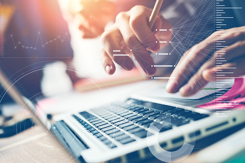 男人,使用手提电脑,特写,使用电脑,领导能力,计算机制图,计算机图形学,男商人,新创企业,文档